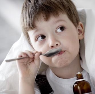 Медикаменты и народные средства для лечения детского кашля.