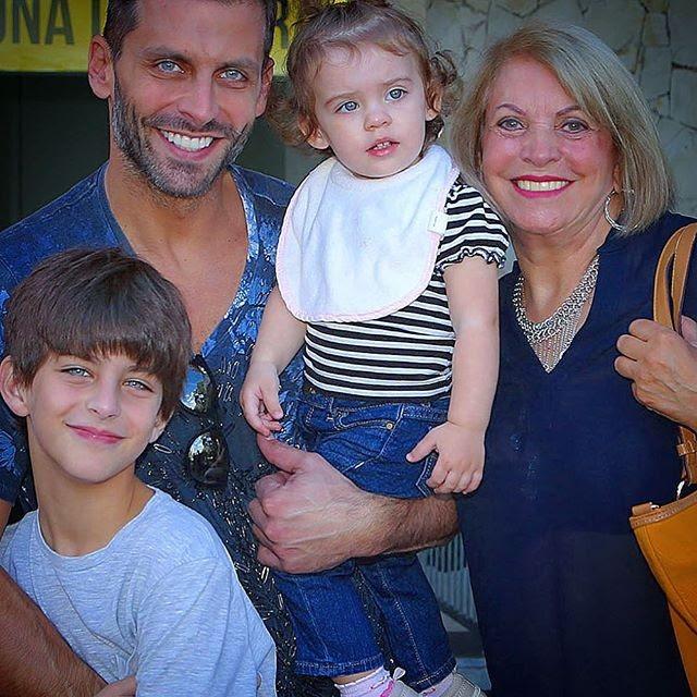 Henri Castelli com os filhos e mãe (Foto: Reprodução/Instagram)