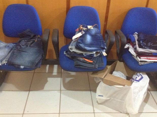 Objetos apreendidos pela PM estão na Delegacia de Polícia Civil de Cacoal aguardando o reconhecimento dos proprietários (Foto: Magda Oliveira/G1)