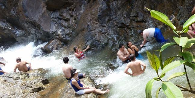 Caleños deciden celebrar en la zona rural la cascada de Pance