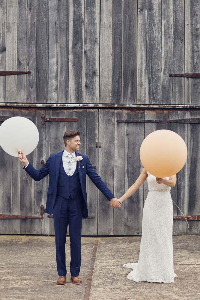 fun wedding photos at Moreves Barn in Sudbury Suffolk - www.helloromance.co.uk