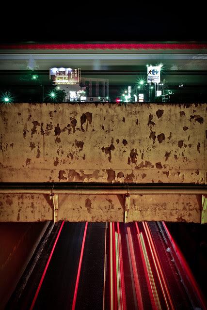 火車、地下道、車流。