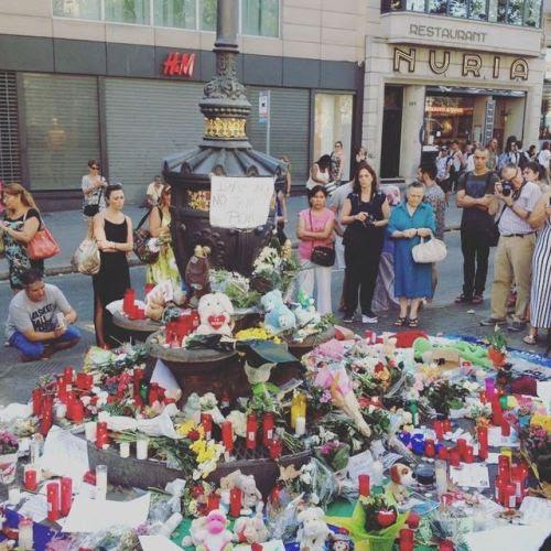 Homenaje a las víctimas del atentado terrorista internacional yidahista #lasRamblas #siseguridad #segurpricat #daesh #seguridadcorporativa (en Fairmont Rey Juan Carlos I)