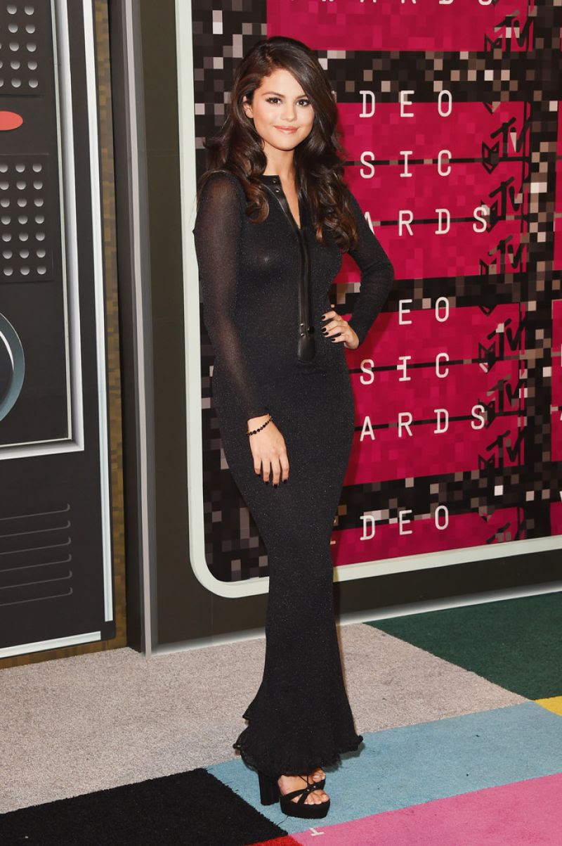http://www.celebzz.com/wp-content/uploads/2015/08/selena-gomez-at-2015-mtv-video-music-awards_2.jpg