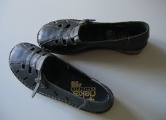 mother's new shoes :: konfiramsjon :: mors nye sko