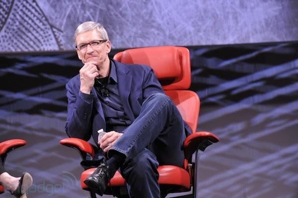 Analistas reclamam que Tim Cook não tem o mesmo carisma de Jobs (Foto: Reprodução/ Engadget)