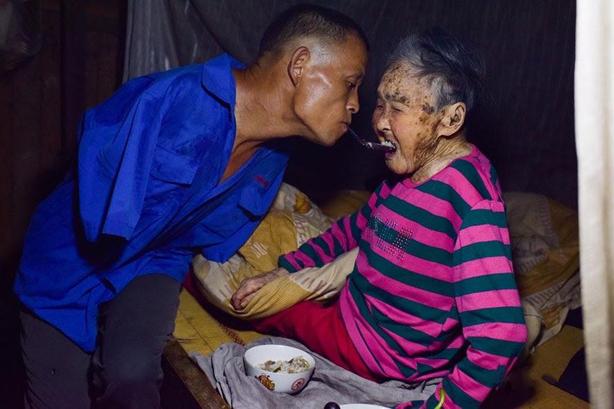 -doentes-Mãe-dentes-braços perderam-homem-alimentação-chen-Xinyin-11