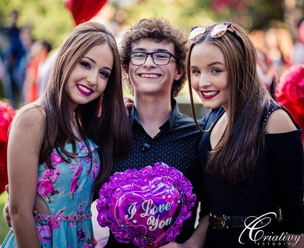 ... Mharessa Fernanda, a dublê de Larissa Manoela em Cúmplices de Um  Resgate, reuniu a família e os amigos para comemorar os seus 14 anos numa  LINDA festa. bf291b6410