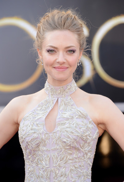 Actress Amanda Seyfried arrives at the Oscars at Hollywood & Highland Center on February 24, 2013 in Hollywood, California.