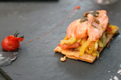 Bistrot Le 7, Valence: le tarte fine croustillante de saumon salma, légumes croquants aux aromates