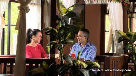Natasha Hudson dan Eizlan Yusof dalam Cinta Luar Biasa