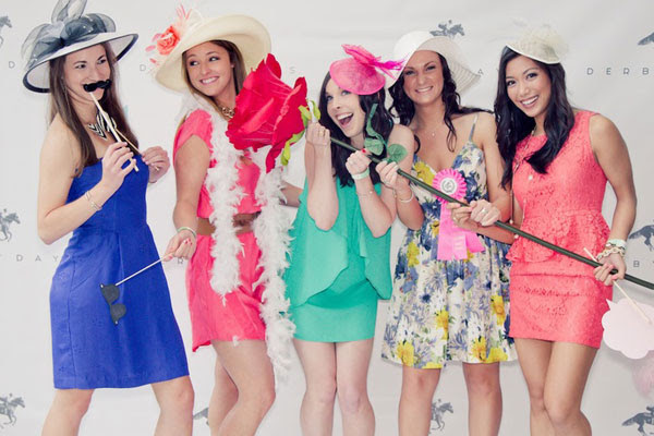 How To Make A Bachelorette Party Photo Booth Trueblu Bridesmaid
