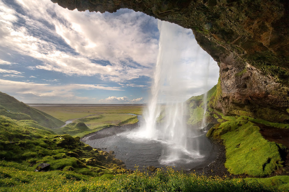 http://onebigphoto.com/uploads/2011/12/iceland-waterfall.jpg