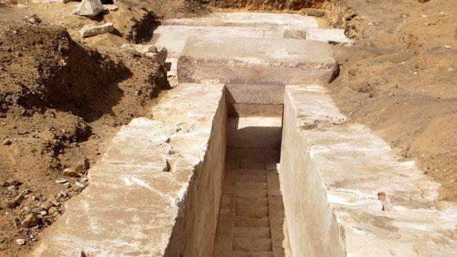 Las primeras excavaciones llevaron al descubrimiento de un pasillo en la pirámide construida hace unos 3.700 años.
