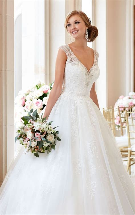 1000  ideas about Ball Gown Dresses on Pinterest   Gown