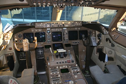 Airplane Pics 747 Flight Deck Pic