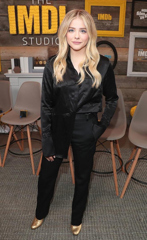 Hẹn hò cậu cả nhà Beckham, Chloe Moretz tích cực diện đồ do bà Beck thiết kế và ngày càng có style giống mẹ chồng tương lai - Ảnh 4.
