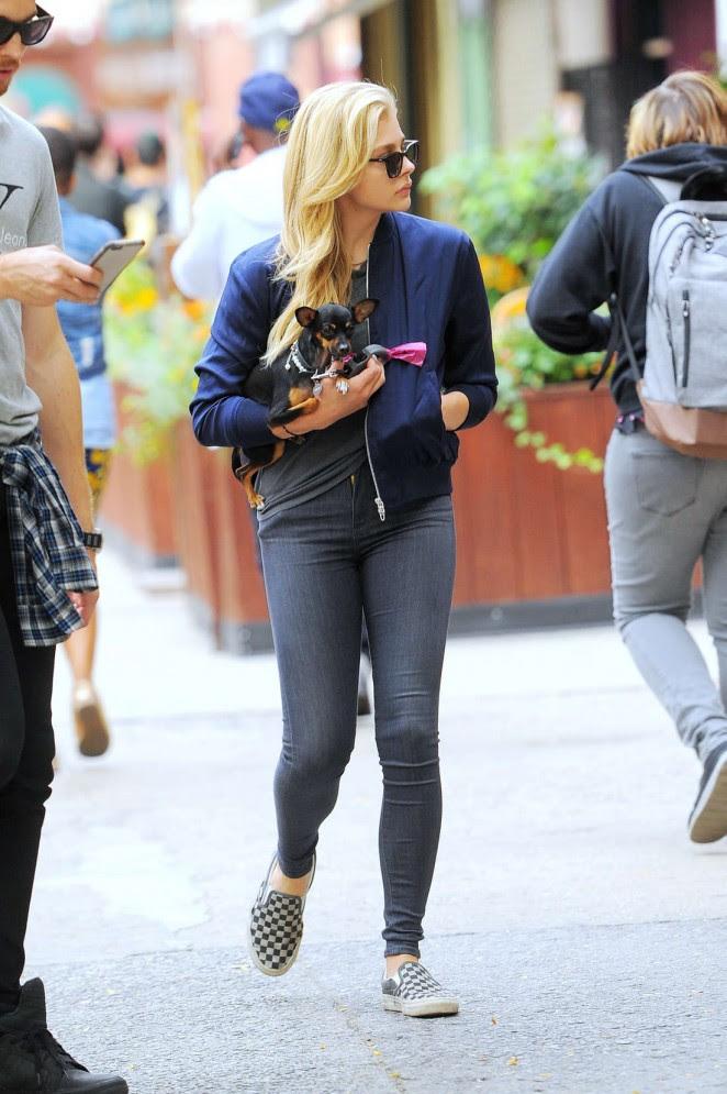 Chloe Moretz in Jeans -10