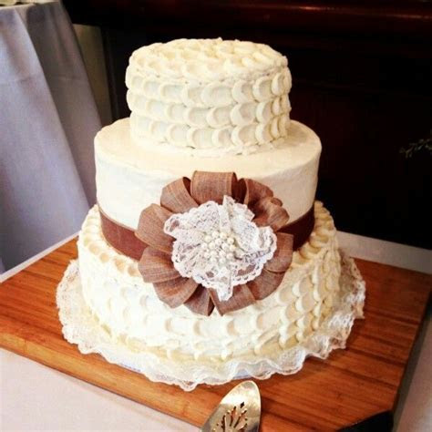 Wedding Cake Buttercream Icing (petal technique) with