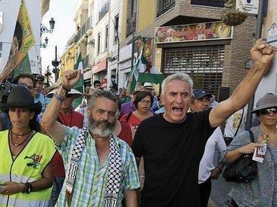 El alcalde de Marinaleda, Sánchez Gordillo (i)junto al secretario general del Sindicato Andaluz de Trabajadores, Diego Cañamero(d) en un imagen de archivo.
