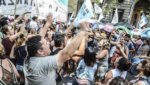 Denuncian despidos en Argentina. Foto: Kaloian/Cubadebate.