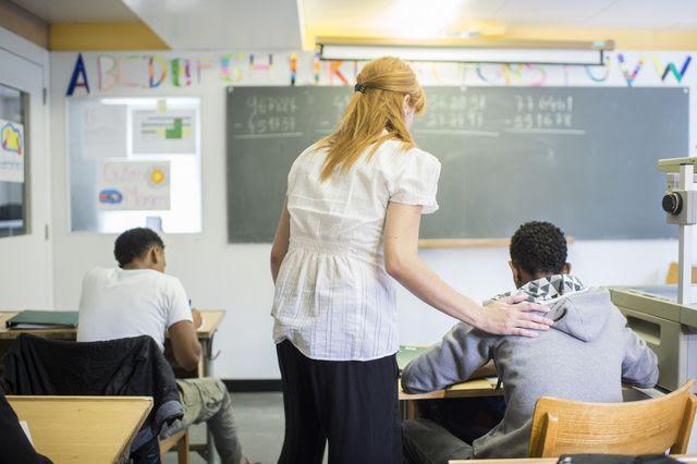 Der Händedruck gehört zum Unterricht dazu, findet Amsler – auch zwischen Lehrerinnen und muslimischen Schülern.