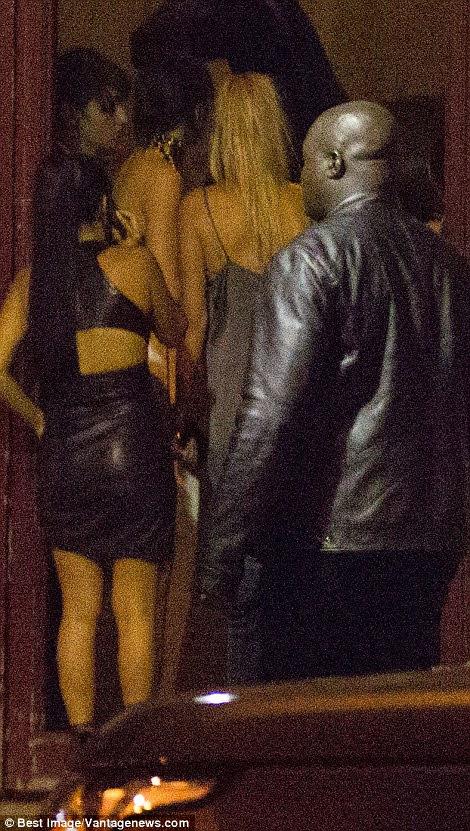 Kendall Jenner e Hailey Baldwin correu para o prédio onde o roubo aconteceu após ouvir a notícia