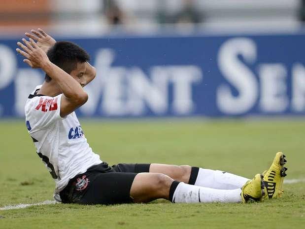 Zizao foi titular, mas não conseguiu ajudar o Corinthians a vencer nesta quarta Foto: Ricardo Matsukawa / Terra