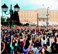 Κάποιοι από τους διαδηλωτές που συγκεντρώθηκαν χθες στο Σύνταγµα θέλησαν να απαντήσουν στον Θ. Πάγκαλο που χαρακτήρισε µόδα τους «Αγανακτισµένους»