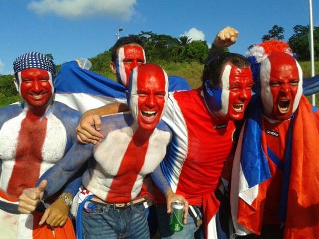 Torcida faz festa antes de Grécia X Costa Rica; SIGA (Foto: Luna Markman / G1)