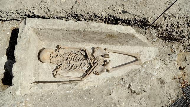 Aparecen varios sarcófagos y esqueletos cerca de la iglesia más antigua de París