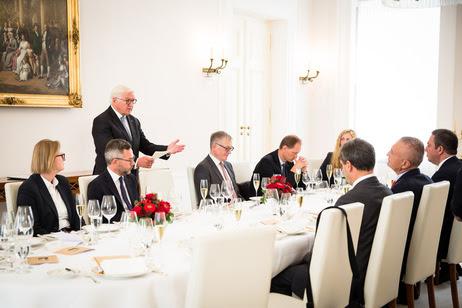 Bundespräsident Frank-Walter Steinmeier hält eine Tischrede beim Mittagessen mit dem Präsidenten der Republik Albanien im Schinkelsaal von Schloss Bellevue