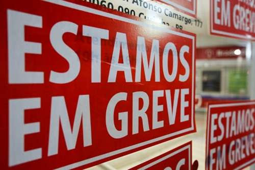 Greve fecha 70% das agências bancárias em todo o Paraná