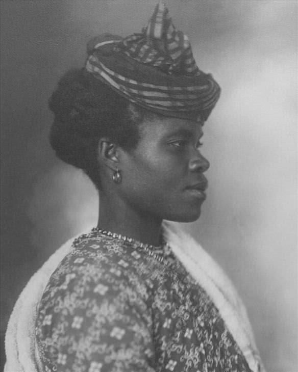 Raros retratos do início do século 20 da chegada de pessoas a ilha Ellis
