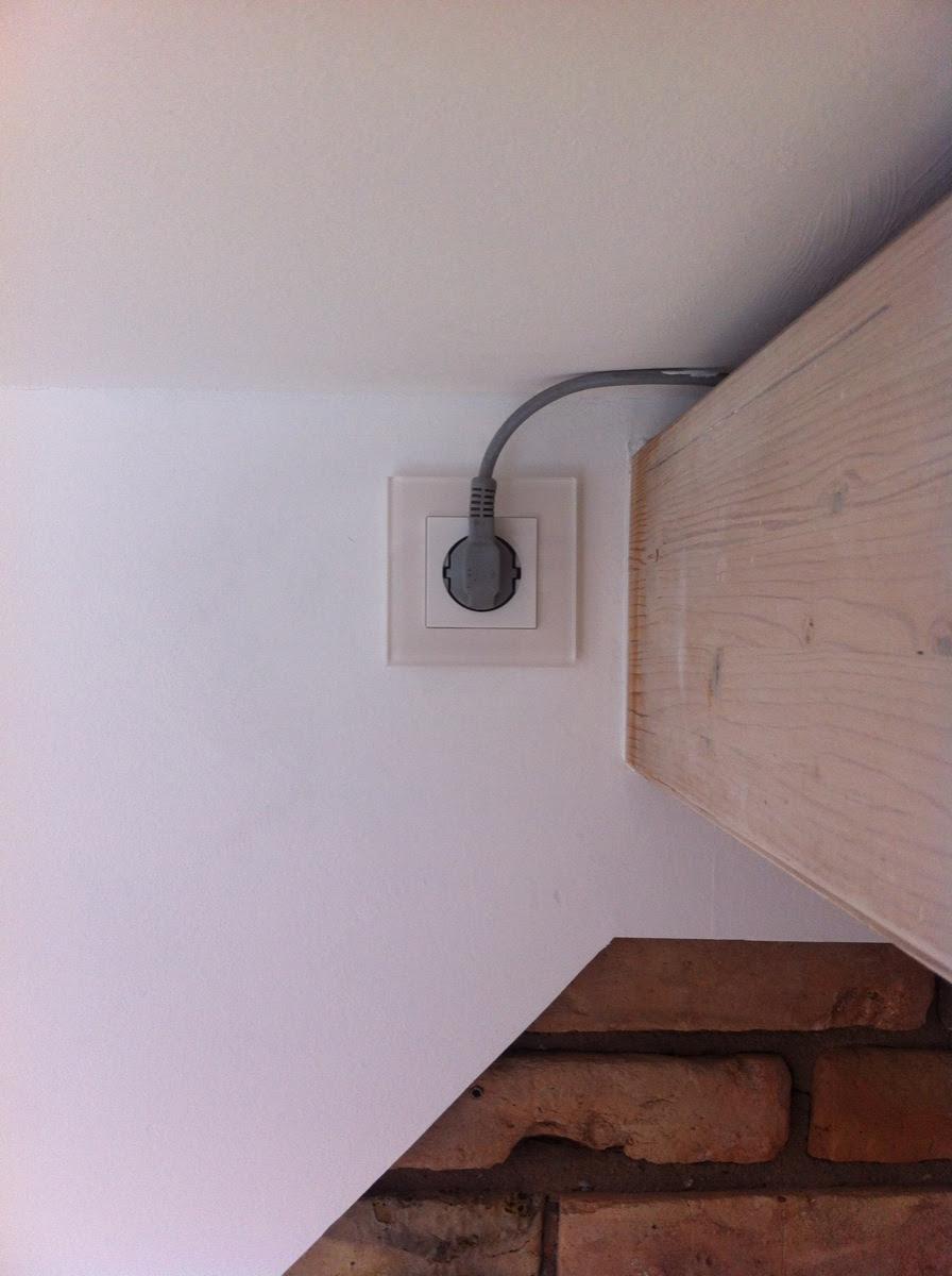 Eingebaute Gira Steckdose mit Stecker