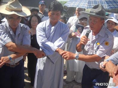Giây phút vĩnh biệt, Nam Huynh trưởng Gia Đình Phật tử hát bài Dây Thân Ái - Hinh PTTPGQT