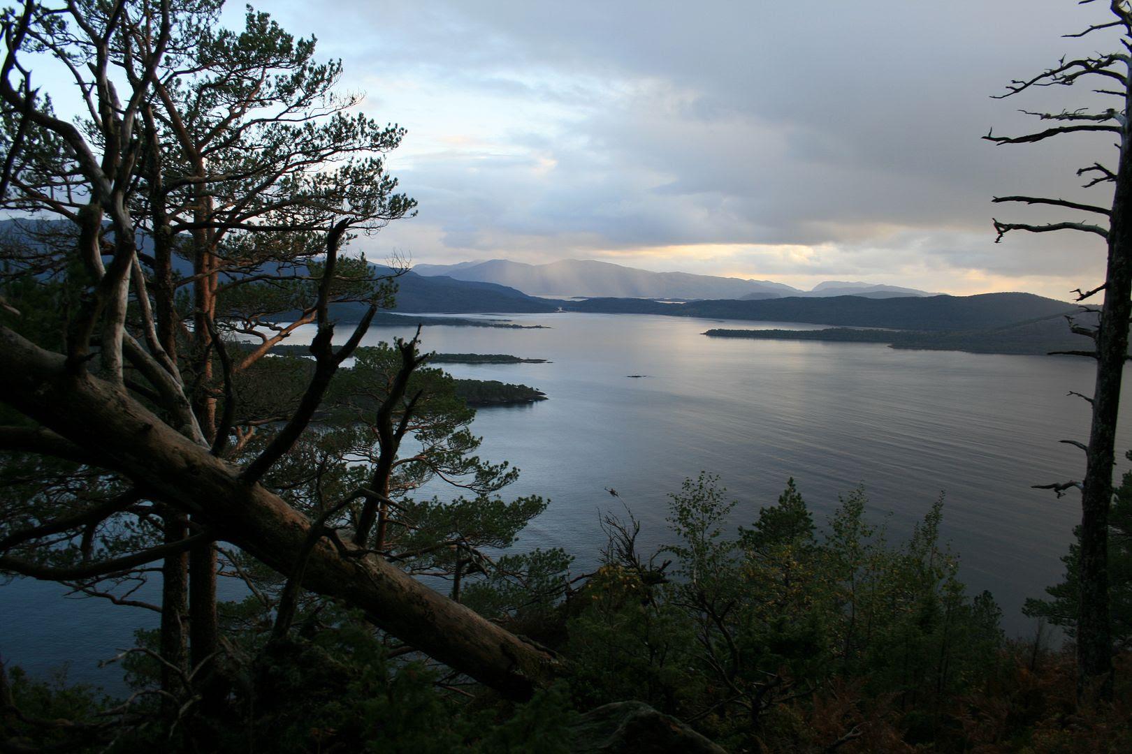 Nydelig vær og nydelig utsikt på veg mot gapahuken