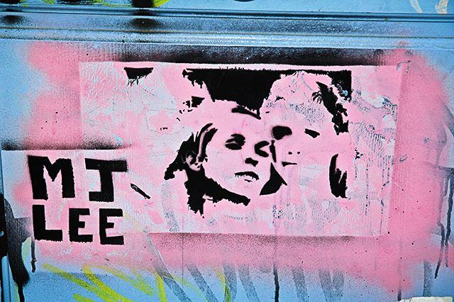Stencil Graffiti: Faces on Door, Barri Gotic, Barcelona [enlarge]