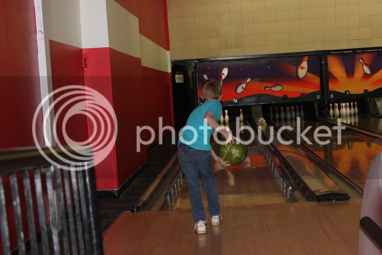 photo bowling4_zps2whgjqsx.jpg