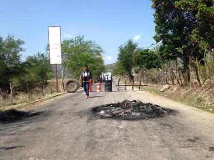 Pobladores de Apango retienen a presidente municipal; exigen resolver desabasto de agua