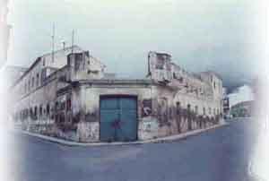 Puerta trasera del cuartel tal como se hallaba en 1947. Por este lugar aseguraban los vecimos que fue sacado el cadáver de Juana Rodríguez para ser traladado al cementerio