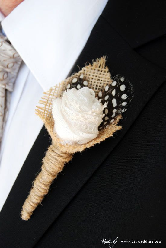 How to make a boutonniere for your DIY wedding Link: http://www.diywedding.org/diy-flowers/diy-boutonnieres/wedding-boutonniere-with-feathers