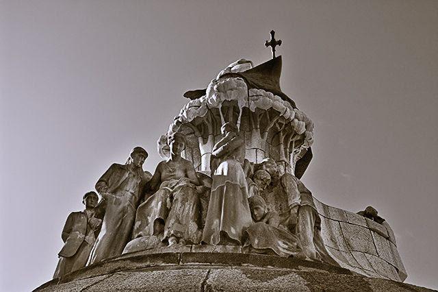 Dr. Bartomeu Robert Monument by Catalan Sculptor Josep Llimona, Plaza Tetuan, Barcelona [enlarge]