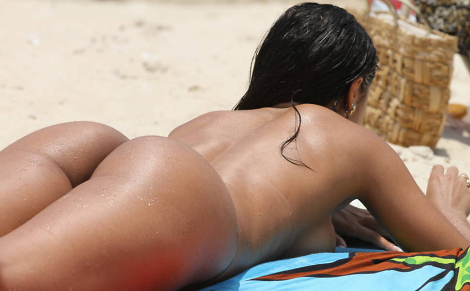 Kamilla Covas na praia do Recreio, no Rio de Janeiro
