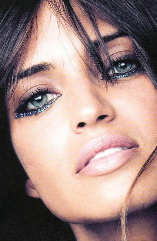 LE FASHION BLOG NEW YEARS EVE BEAUTY INSPIRATION CRYSTAL LINED JEWELED EYES