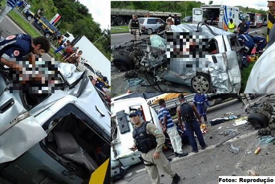 Duas crianças, que estavam no carro de passeio, morreram. Os feridos foram encaminhados para o HGE e Hospital do Subúrbio