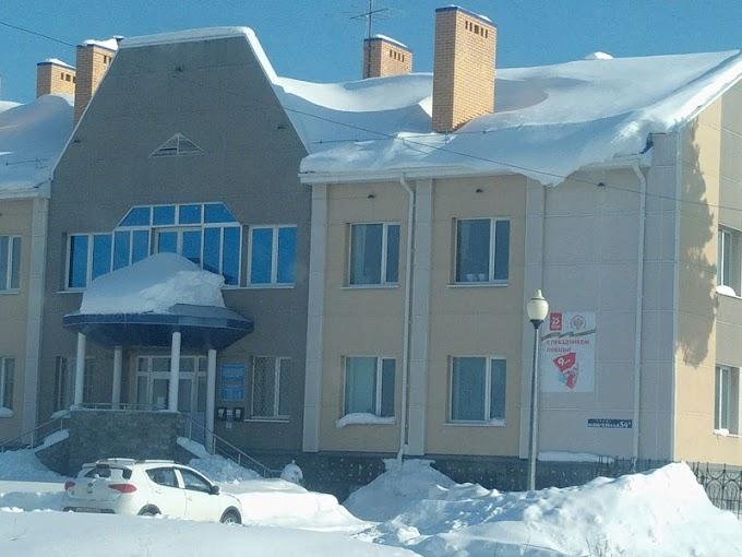 Куда звонить, если не убирают снег на крышах