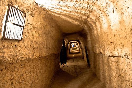 http://www.riotranquilo.com/index.php/2-riotranquilo/80-las-cuevas-de-alcala-del-jucar.html