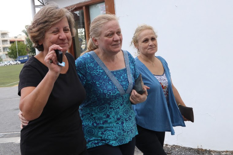 Συγκινημένοι οι συγγενείς του Μ. Λεμπιδάκη μετά την απελευθέρωσή του