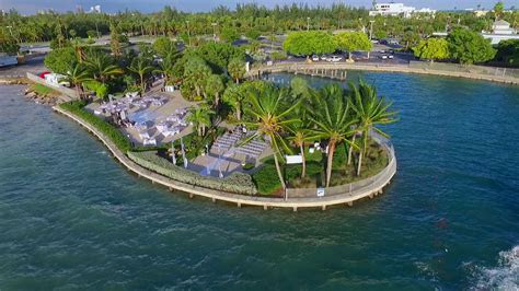 Sunset Cove at Miami Seaquarium Wedding Venue in South